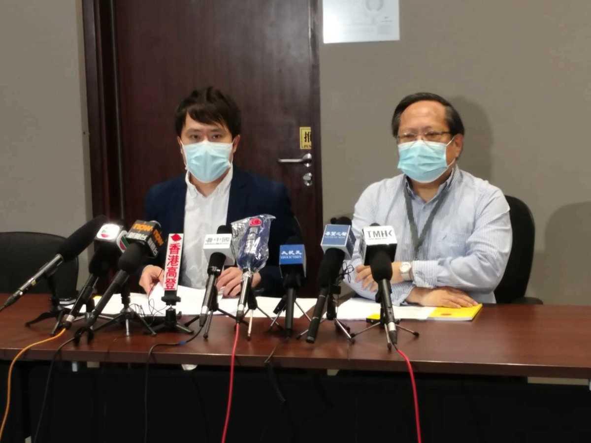 民主黨立法會議員鄺俊宇(左)及前立法會議員何俊仁(右)表示,將向立法會提出私人條例草案,要求修訂《防止殘酷對待動物條例》,避免虐殺動物兇徒逍遙法外。(Wendy/大紀元)