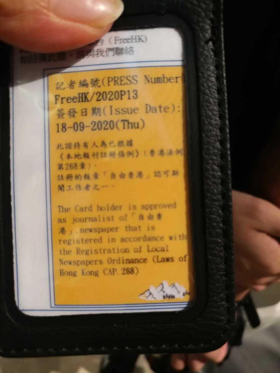被票控記者的記者證。(Wendy/大紀元)