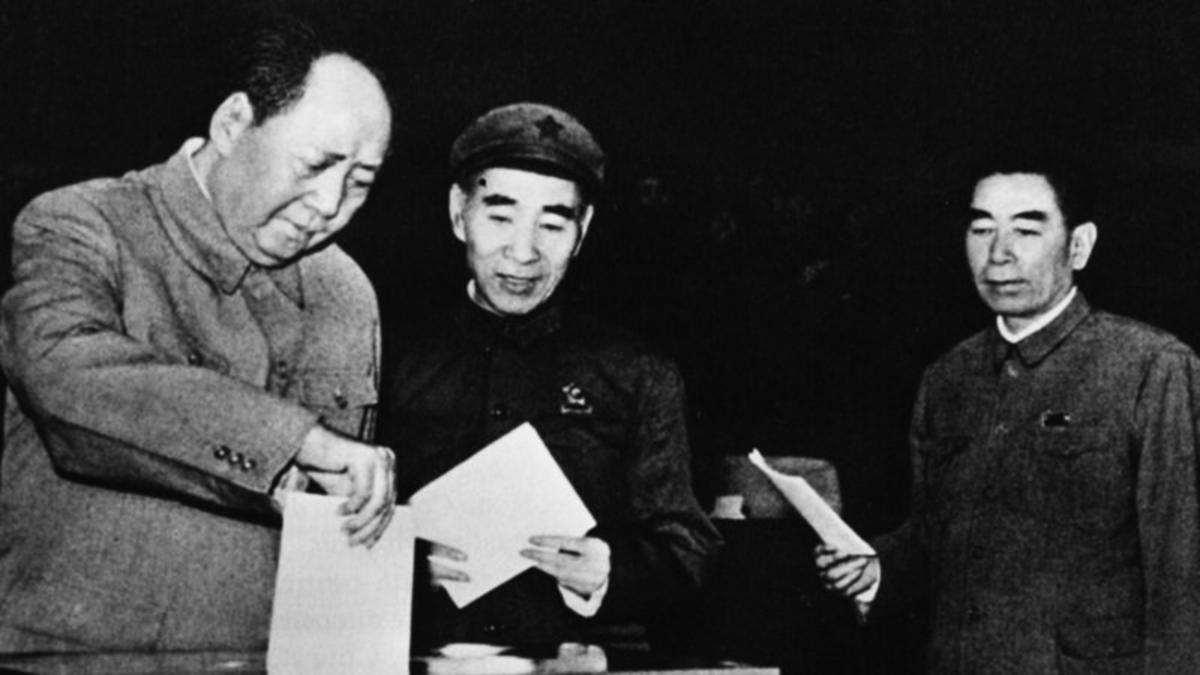 中共官方一直將林彪(中)定罪為試圖謀殺毛澤東(左)的政變集團。但相關說法幾乎找不到任何可信的證據。(Keystone/Hulton Archive/Getty Images)