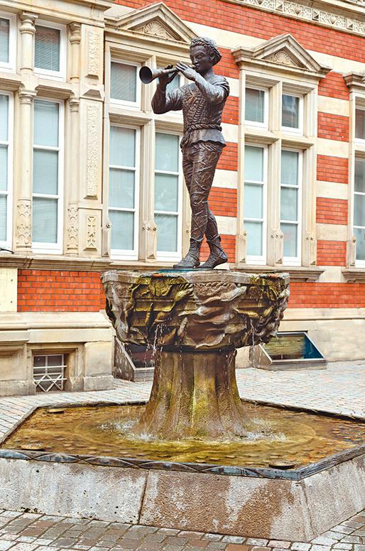 哈默爾恩街頭的吹笛人噴泉。
