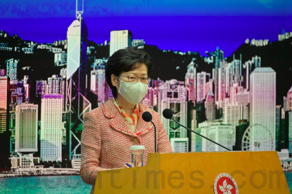 9月22日,特首林鄭月娥在行政會議前會見傳媒。(郭威利/大紀元)