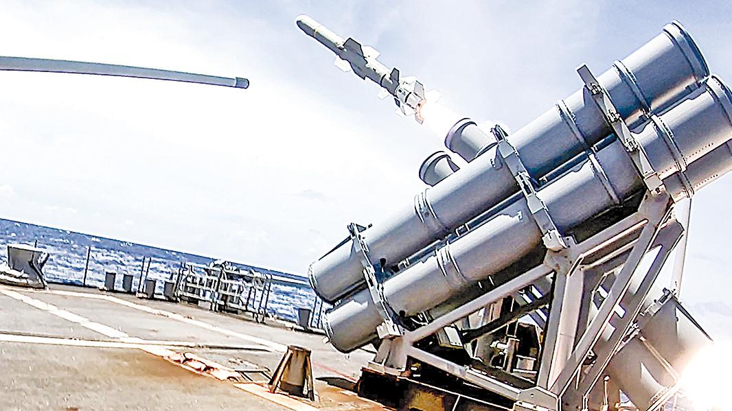 9月19日,在英勇盾演習中,巡洋艦安提頓號(CG 54)發射了魚叉反艦導彈。(MC3 James Hong/美國海軍)