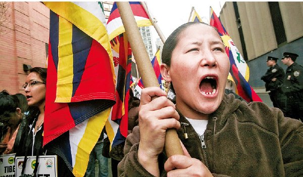 昂旺利用自己藏族人的身份替中領館監視紐約社區藏人的活動。(Getty Images)