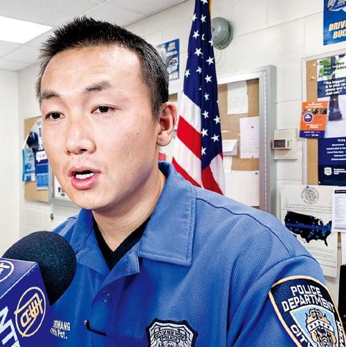 美國紐約市皇后區111分局華裔社區聯絡官昂旺(資料照)被FBI逮捕。(林丹/大紀元)