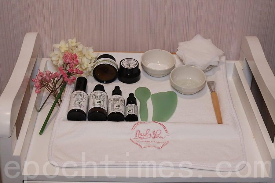 美容院用白蘭花護膚產品設計臉部保養套裝,互惠互利進行推廣。(陳仲明/大紀元)