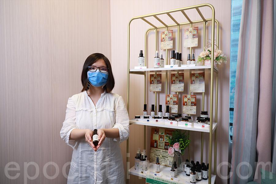 Kim希望用香港人很熟悉的植物去推廣一些屬於香港人的香味。(陳仲明/大紀元)