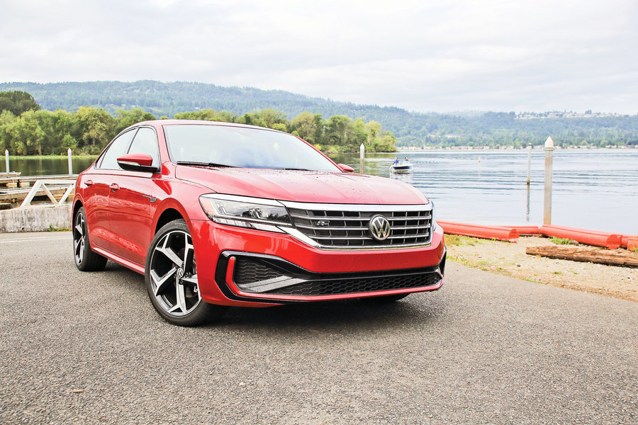 新舊之間 2020 Volkswagen Passat R-Line