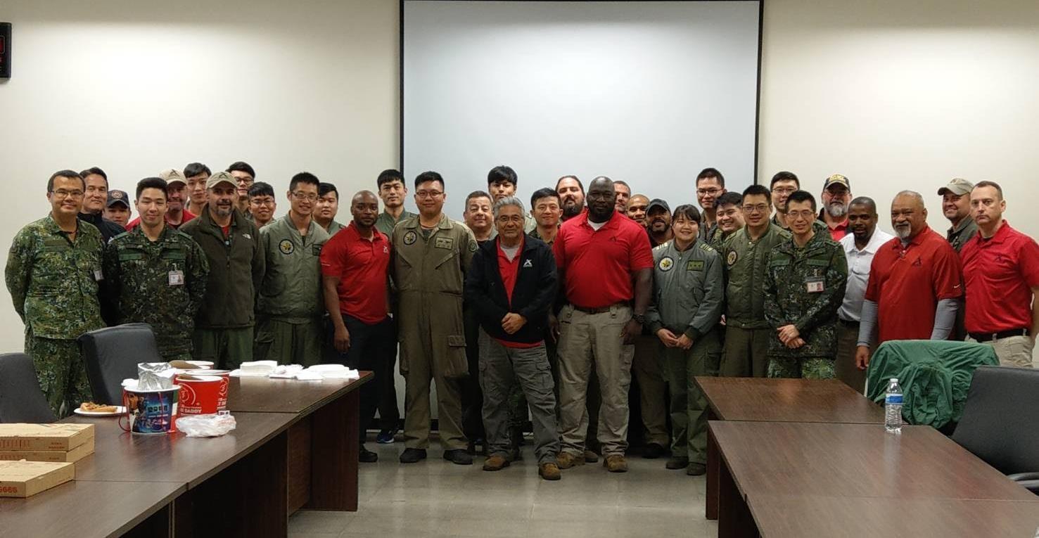前美軍飛行員與維修人員組成美國技術協助團隊,自2016年起為台灣軍隊提供訓練與諮詢。(AIT)