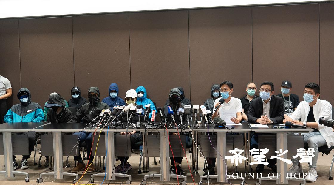 12名港人目前被拘捕在深圳,至今音訊全無。圖為:部份被捕者家屬連同立法會議員朱凱迪及涂謹申,於9月12日會見媒體時的照片。(鄭銘SOH)
