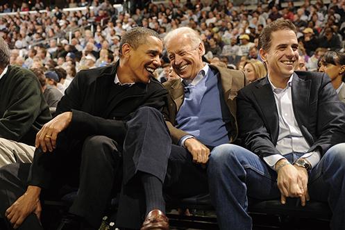 圖為美國前總統奧巴馬(左)與拜登(中)和拜登兒子亨特(右)。(Getty Images)