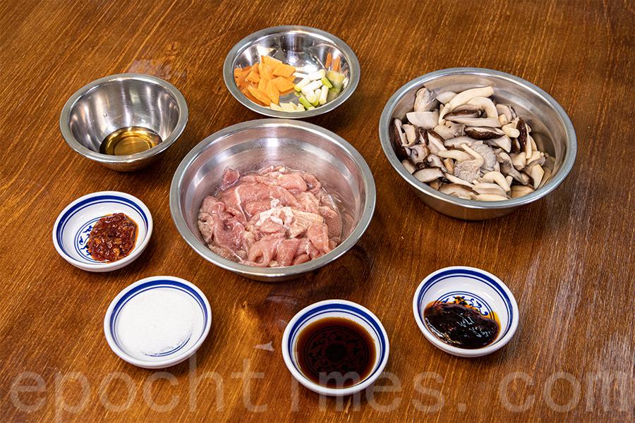 「雜菇炒牛肉」材料。(陳仲明/大紀元)