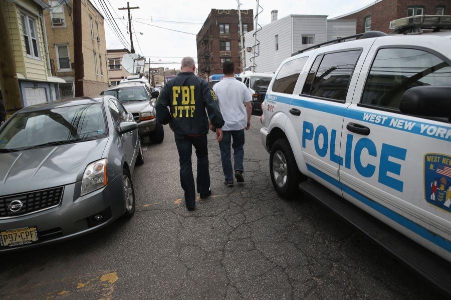 FBI在執法(與本文無關)。(John Moore/Getty Images)