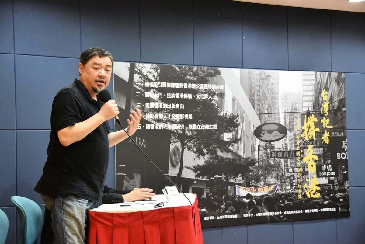 無國界記者組織榮譽董事吾爾開希在大會上發言。(台灣新聞記者協會Facebook)
