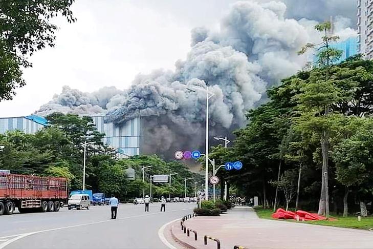 9月25日下午,華為在廣東東莞的一棟大樓突發大火。(網絡圖片)