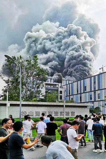 9月25日下午,華為主攻前沿科技的廣東東莞松山湖團泊窪實驗室突發大火。(網絡圖片)