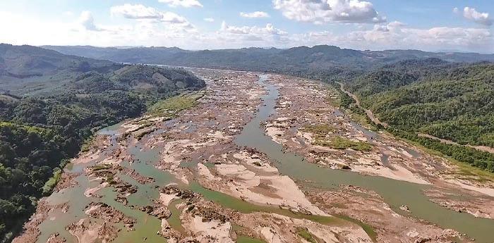 去年10月湄公河泰國東北段廊開府出現嚴重乾旱。(SUCHIWA PANYA/AFP via Getty Images)