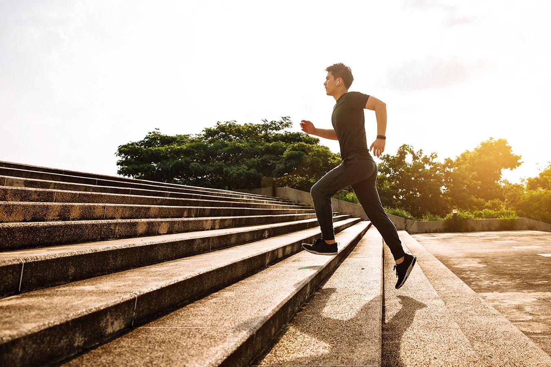 最簡單瘦小腹的作法,就是爬樓梯。( 圖|Fotolia、Shutterstock)