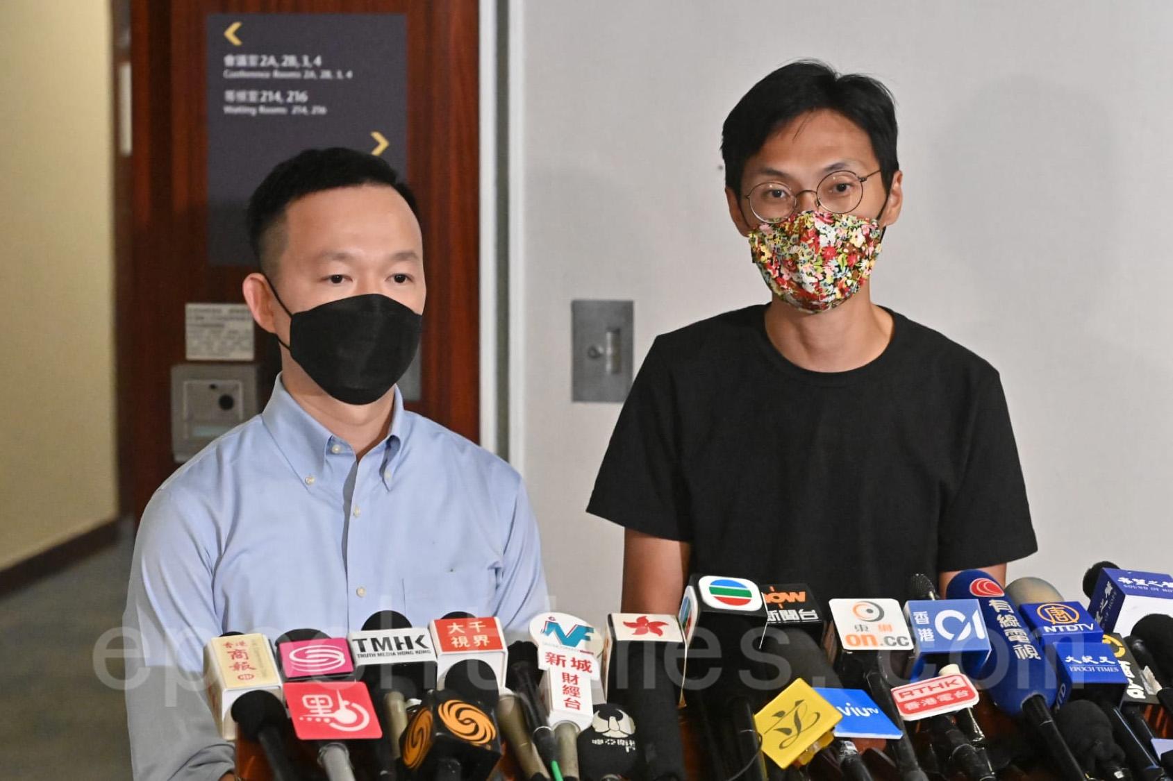 9月28日,朱凱廸(右)及陳志全去信立法會秘書處,表明4年任期屆滿後選擇不會延任。(宋碧龍/大紀元)