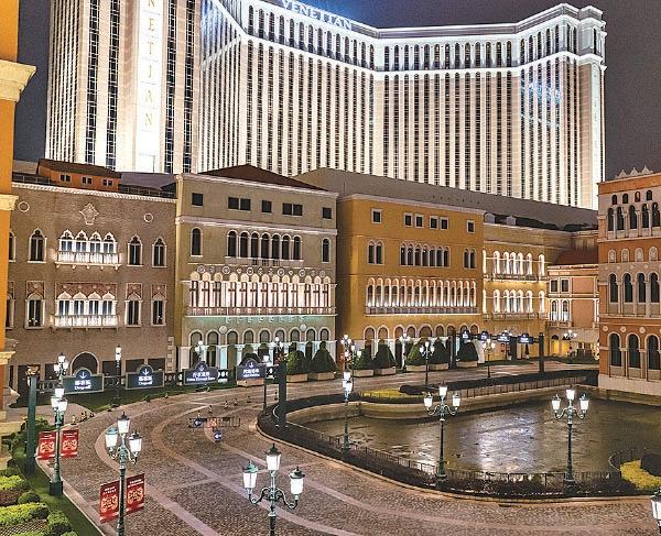 今年初有酒店職工感染中共病毒。澳門當局要求所有賭場關閉2周。圖為今年2月5日,威尼斯人賭場度假村水靜河飛。(Anthony Kwan/Getty Images)