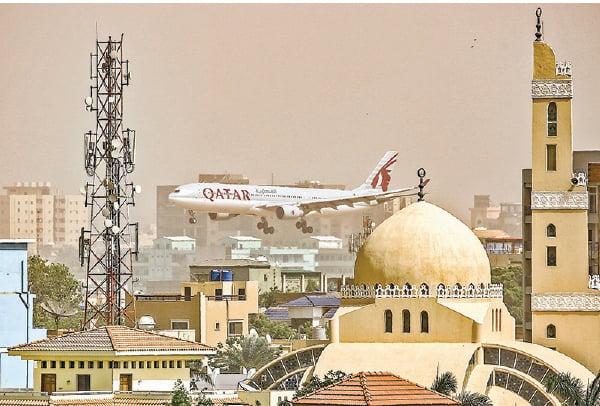 卡塔爾航空年虧19億美元 仰賴政府紓困維持營運