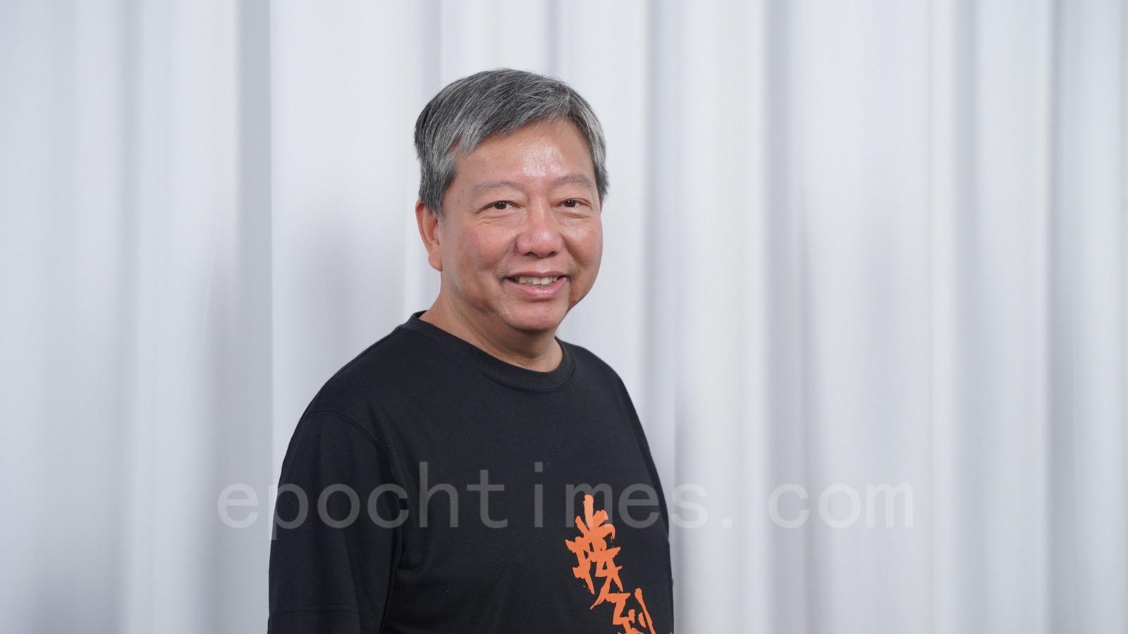 香港支聯會主席李卓人,祝賀法輪功創始人李洪志先生中秋快樂。(余鋼/大紀元)