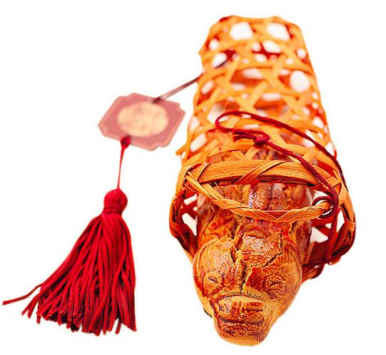 豬籠餅,這款香港中秋節最古早也最有特色的月餅,味道雖然簡單,但是更多了一份對過去純真歲月的回憶和情懷。提著豬籠餅向月亮奶奶傾訴心聲,這是每個港人童年最美好的中秋記憶。(網絡截圖)