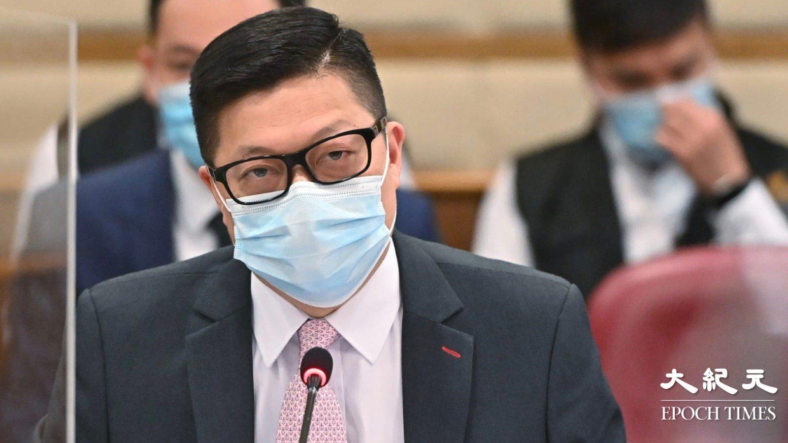 港警務處處長鄧炳強9月29日下午出席油尖旺區議會會議。(宋碧龍/大紀元)