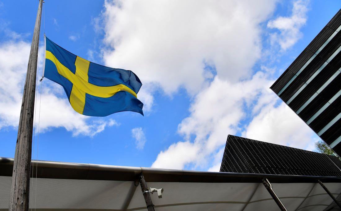 圖為瑞典國旗。(JOHN MACDOUGALL/AFP/Getty Images)