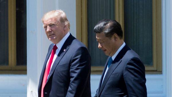 圖為2017年4月7日,美國總統川普和習近平在美國佛羅里達州西棕櫚灘會面。(JIM WATSON/AFP/Getty Images)