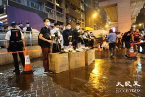 黑雨無阻市民太子站外獻花 紀念8.31事件13個月