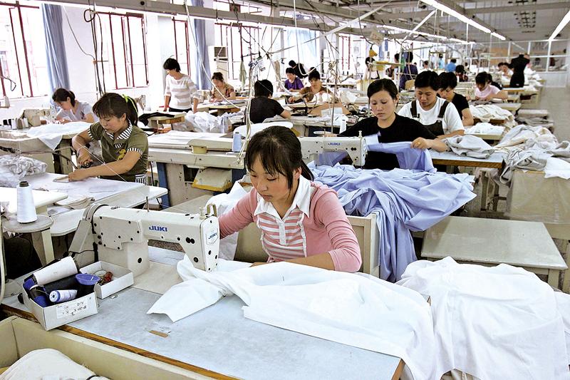 中國大型紡織服裝業陷入寒冬,倒閉風潮影響上下游產業就業人口達1.7億人。(Getty Images)