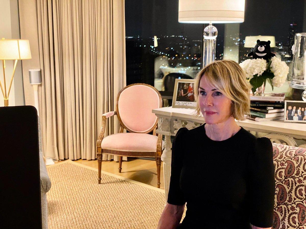 美國聯合國大使克拉夫特9月29日發推說:「沒有台灣參與的聯合國,是對世界的欺騙。」照片背景有「台灣黑熊」玩偶。(擷自Ambassador Kelly Craft推特)
