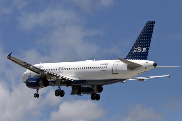 周四(8月11日)傍晚,美國廉價航空捷藍(JetBlue)航空在途中遭遇亂流,造成24乘客受傷。圖為捷藍航空。(Allison Joyce/Getty Images)