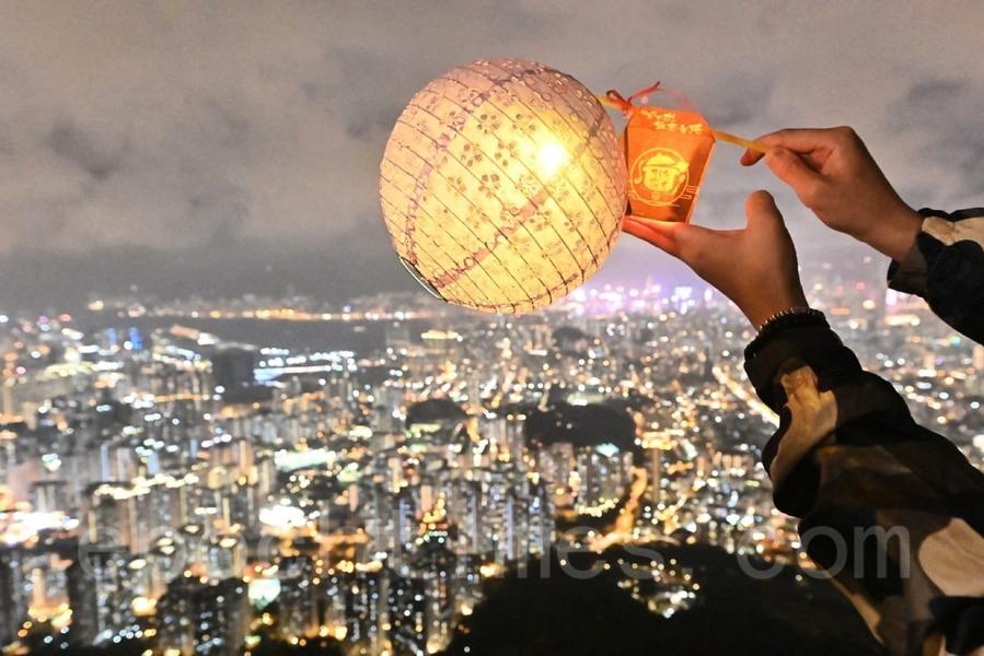 【圖片新聞】中秋節香港毫無節日感 大紀元記者上獅子山祝大家中秋快樂!