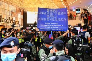 【圖片新聞】國殤日香港警方空前緊張 防暴銅鑼灣戒備一度舉藍旗
