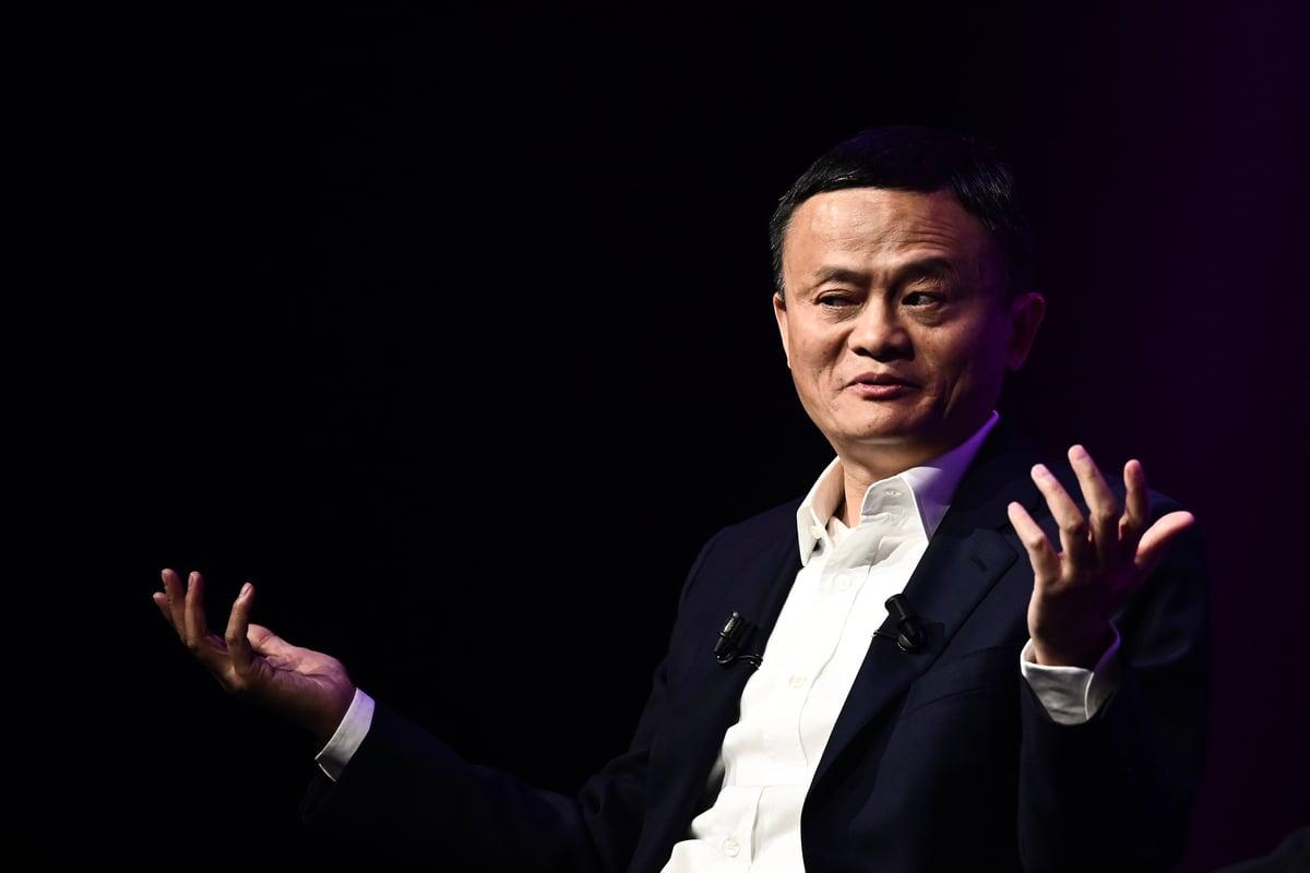 中國電商巨頭阿里巴巴創始人馬雲稱,中國雖然在人工智能應用(App)上領先,但芯片方面卻落後20年。圖為馬雲2019年5月16日在巴黎舉行的Vivatech初創企業和創新博覽會上發表講話。(PHILIPPE LOPEZ/Getty Images)
