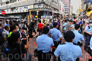 【組圖】「慢必」陳志全再擺「健康講座」街站 大批警察包圍