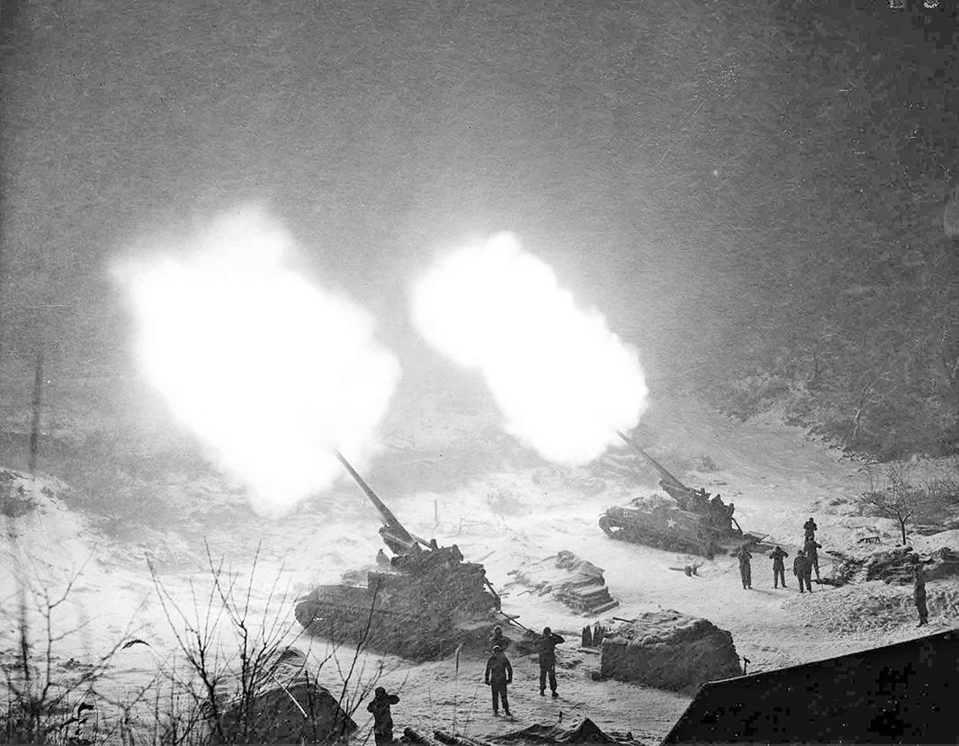 美軍支援南韓的155mm自走砲,當時聯合國軍跟中國大陸、北韓聯軍相比在裝備上有絕對優勢,火砲比例為40比1。(公有領域)