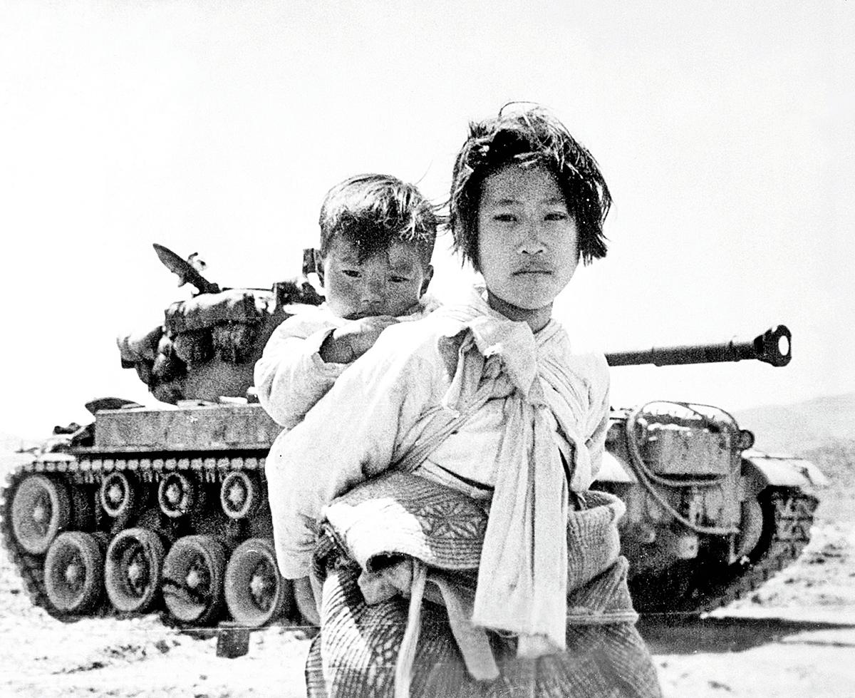 韓戰中的南韓姐弟。(公有領域)
