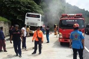 泰國布吉島旅遊巴士撞峭壁 3大陸客重傷