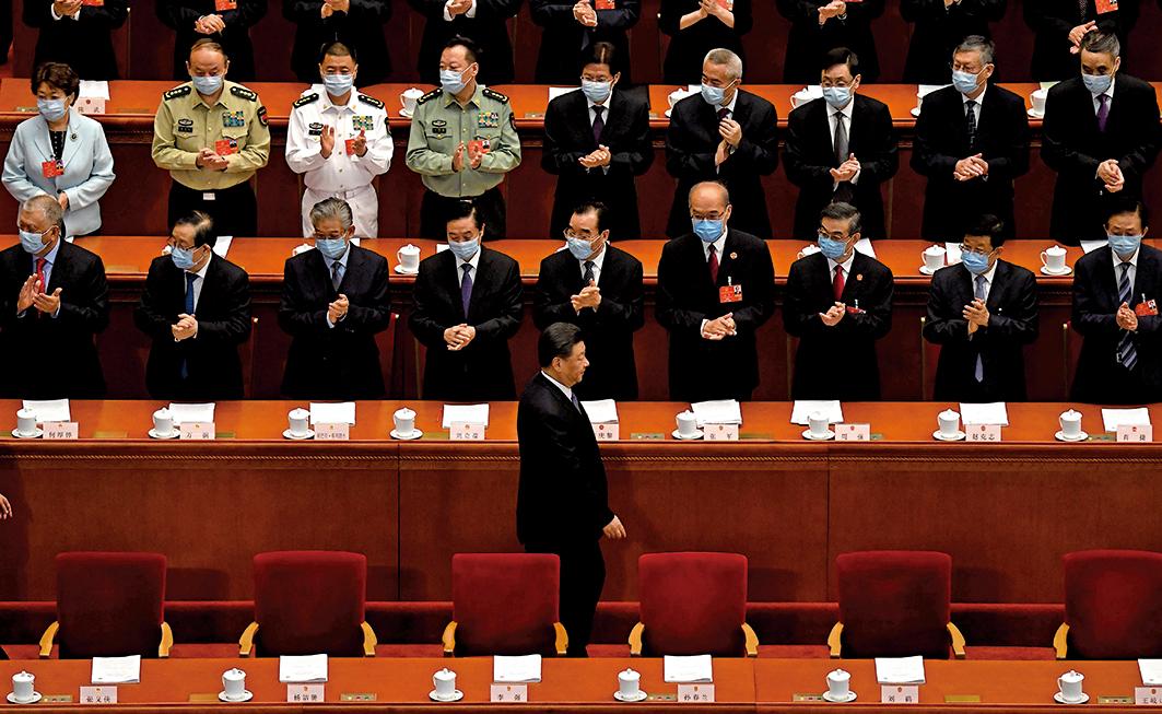 胡錫進意外說漏嘴,披露有許多共產黨員想要移民,這下幻想破滅,只能留在中國。圖為5月25日,習近平抵達在人民大會堂舉行的人大第二次全體會議的會場。(Getty Images)