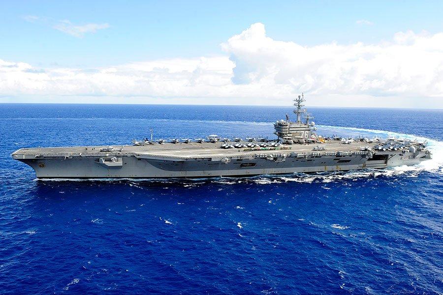 美國於關島設立68年以來首座海軍陸戰隊基地。美軍高調頻繁於印太區域舉行大規模軍演;航空母艦列根號(USS Ronald Reagan CVN-76)一周內2次參與軍事演習震懾中共。(U.S. Navy photo by Mass Communication Specialist 1st Class Dustin Kelling/Released)