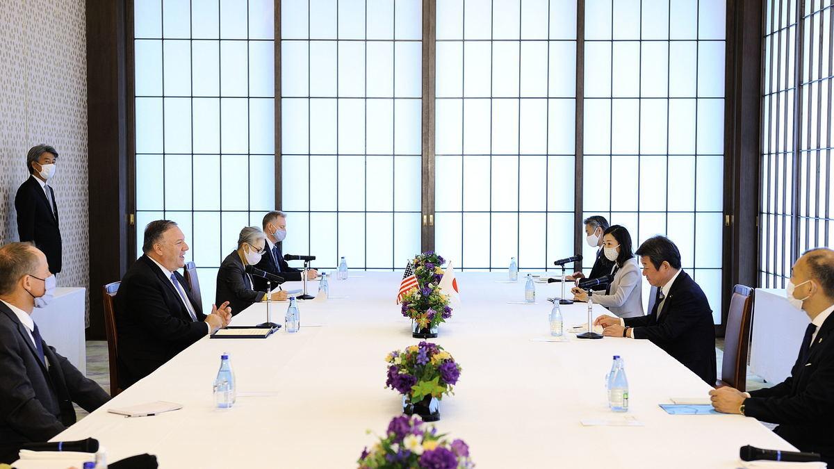 外界關注日趨成熟的亞太區域「小北約」未來發展。同時,當日晚些蓬佩奧將與日本新首相菅義偉會面。(DAVID MAREUIL/POOL/AFP via Getty Images)