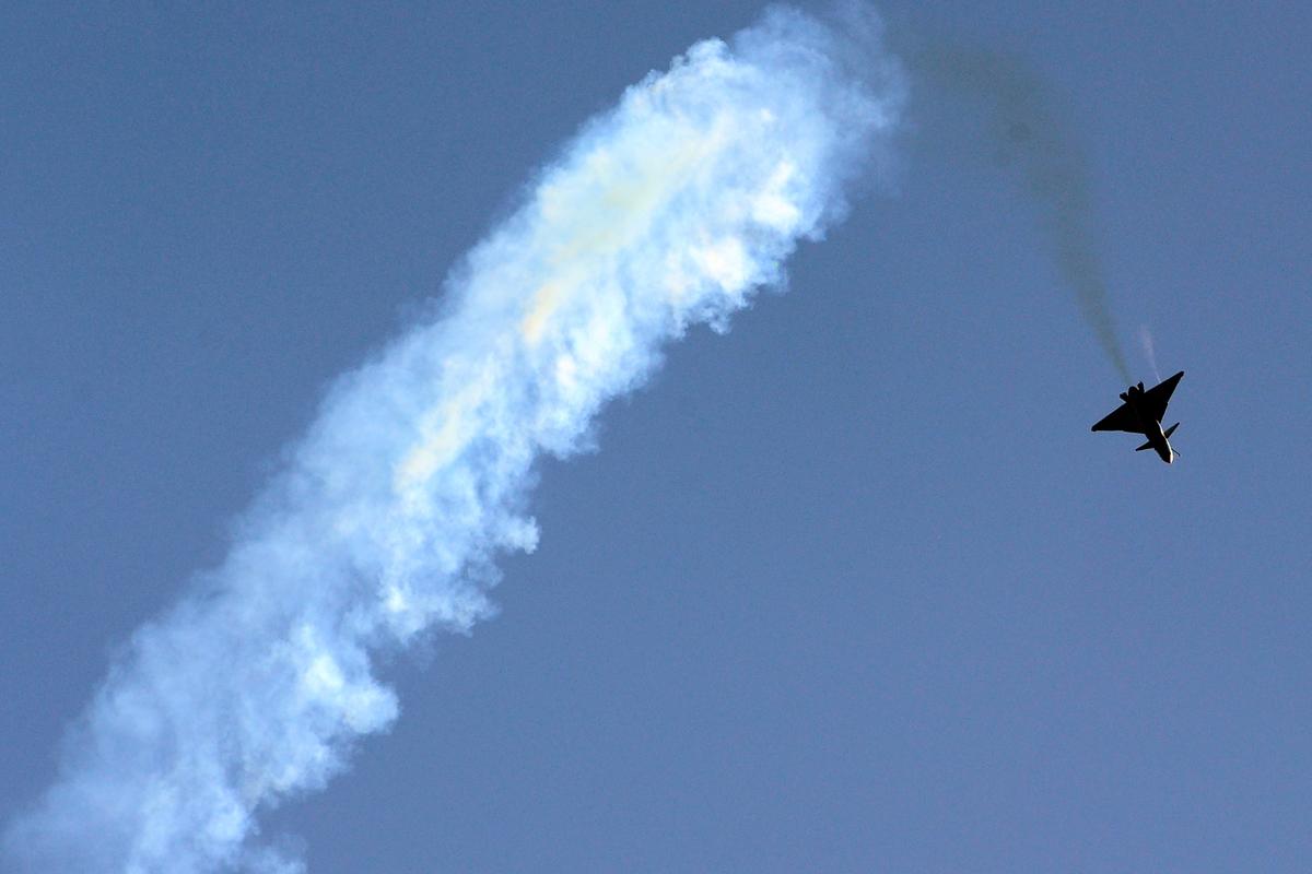 中共J-10戰鬥機 (FREDERIC J. BROWN/AFP)