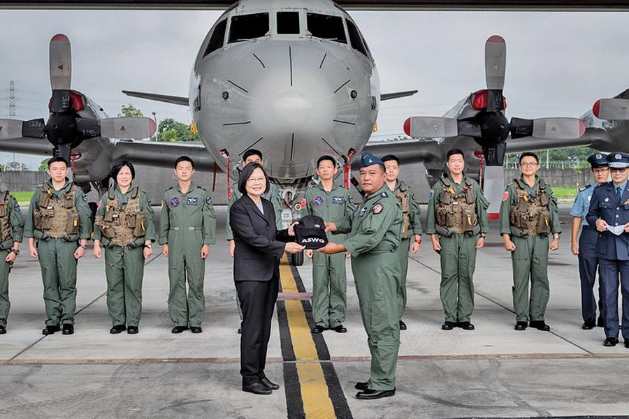 蔡英文:台灣空軍為國安構築 一道銅牆鐵壁屏障