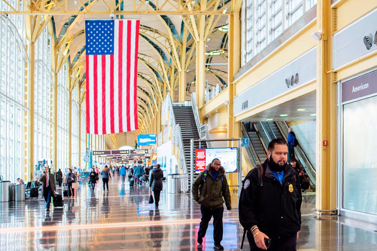 中共病毒爆發前的美國首都華盛頓機場。(Andrew CABALLERO-REYNOLDS / AFP)