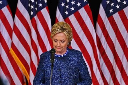 圖為希拉莉在一次競選活動中演講。(Justin Sullivan/Getty Images)