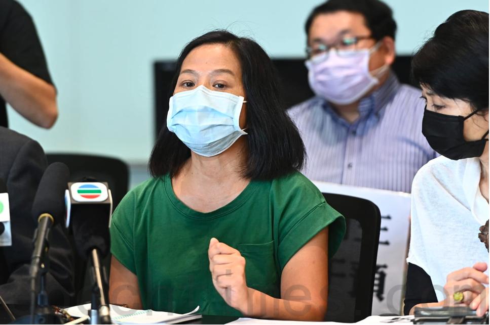 進步教師同盟成員吳美蘭批評教育局決定不透明及不合程序。(宋碧龍/大紀元)