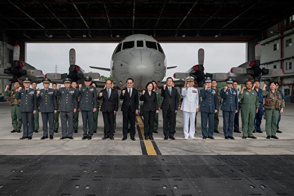 蔡英文視導空軍六聯隊 台軍開發新武器對抗共軍