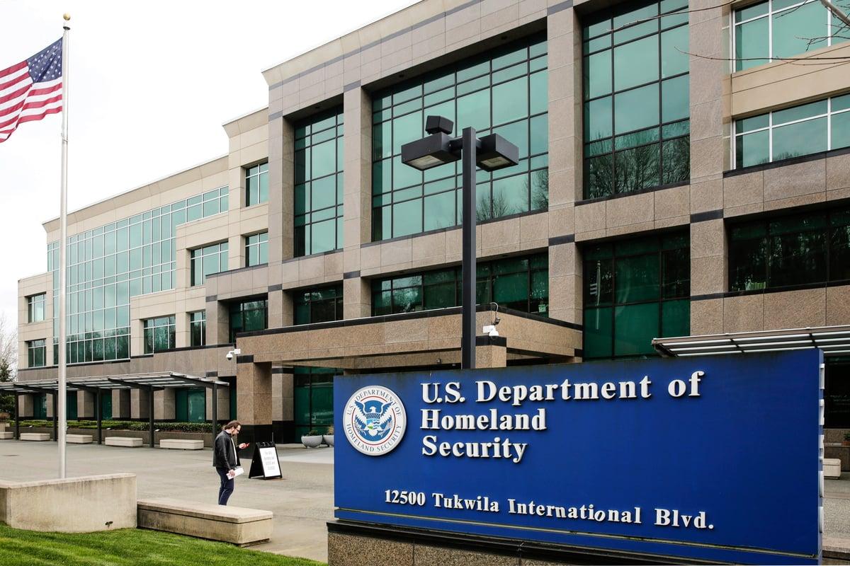2020年10月,美國國土安全部發佈首份國土威脅評估報告,中共威脅成為其焦點之一。(Jason Redmond/AFP)